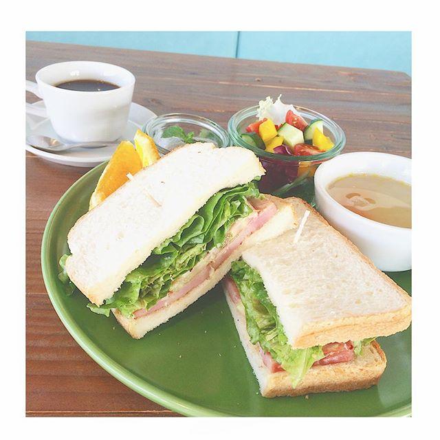 ..こんにちは〜梅雨入りしたのが嘘みたいにいい天気で気持ちがいいですね◎土日の天気予報も 晴れマークですね〜︎♡..いつもより少し早起きしてお出かけする前にHAUSのモーニングにぜひ立ち寄ってみてくださいね◎..本日も22時まで営業しております。ご来店お待ちしております!..#morning #breakfast #朝食#sandwich #blt#ベーコン #レタス #トマト#スープ #サラダ#デザート #ドリンク #付き#bistrocafe #cafe #hausmatsue #島根 #松江