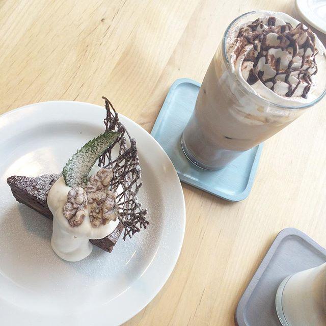 ..こんにちは〜︎..HAUS bistro cafeからランチのご予約についてお知らせです。..今までランチのご予約はお受けしておりませんでしたが平日の11時半のみお席をお取りできます。..今日も22時まで営業しております◎ご来店お待ちしております!..#cake #dessert #sweets #くるみ #ガトーショコラ#coffee #espresso #カフェモカ #アイスカフェモカ#bistrocafe #cafe #cafetime #hausmatsue #島根 #松江