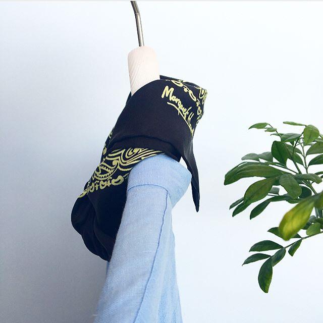 .MARGARET HOWELLPAISLY SILK SCARF.いつかは手に入れたい永遠の定番スカーフ今はなつかしい筆記体のロゴにウォーカーマーク .#margarethowell #paisleysilkscarf #silk#scarf#paisley #絹#定番#hausmatsue #島根#松江