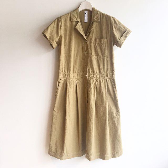 .こうも暑いとコーデもついつい面倒に…1枚でコーデが決まるワンピやっぱり重宝します︎.ワークシャツのゴツさはコットンリネンで軽めに。くしゃっとした素材感が洗いざらしで着れてうれしい。.color camel、black.#MHL.#dense cotton linen#onepiece#workshirt#hausmatsue #松江 #島根