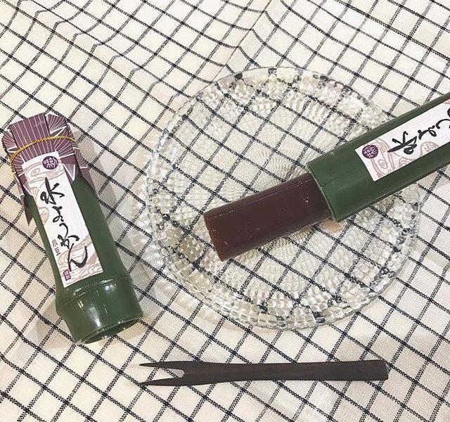 .見た目も涼しい。竹に入った水ようかん。筒の中にぎっしり。口どけがよく暑い日でもぱくっと。爽やかな甘さがやみつきに。ちょっとした手土産にも。.#伊藤軒 #京都#水ようかん #羊羹#小豆#お茶菓子#竹#手土産にも#hausmatsue #島根 #松江
