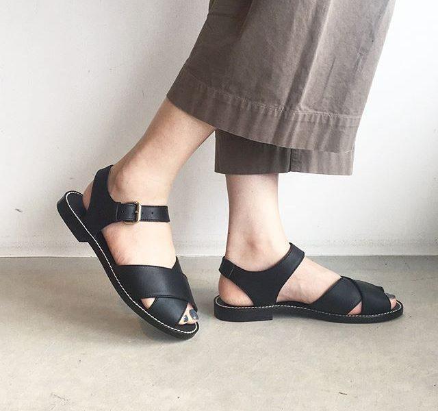 .MARGARETHOWELLcross leather sandal.梅雨明けの山陰。やっぱり素足は気持ちいい。.#margarethowell #cross leather sandal#leathersandal#leather#sandal#hausmatsue #島根 #松江