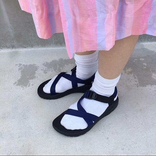 .雨の日も大丈夫️日常使いからアウトドアまで︎.機能性・デザイン性かつ健康に配慮したサンダルChaco(チャコ)です.*耐久性に優れ長持ち.*可動式のベルトで甲の高さを調節可能.(素足でも靴下を履いてもOK、春〜秋まで最適).*長期間の変わらないパフォーマンス.*解剖学に基づいたプラットホーム.*足病医によって認定(アメリカ).*汚れても丸洗い出来ます..パンツ、ワイドパンツ、スカートにも合わせやすいです。.女性用、男性用ございます、1度お試し下さい。..《 HAUS営業時間 》.ショップ  11:00 〜  20:00.ビストロカフェ.9:00 〜  21:00 (LO 20:15)..#HAUSmatsue #outdoor #アウトドア #chaco #チャコ #松江 #島根 #HAUSoutdoor