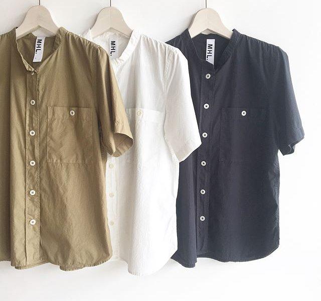 .MHL.garment dye basic poplin.定番のスタンドシャツも半袖で入荷です︎.肌にまとわりつかないサラッとドライな生地感がうれしい。.詳しくは@haus_howell へ.#MHL.#garment dye basic poplin#shirt#高密度#hausmatsue #島根 #松江