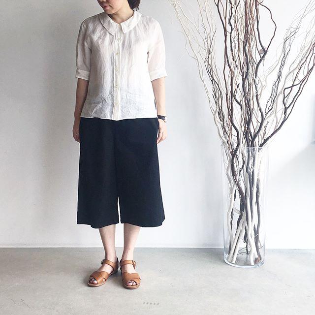 .MARGARETHOWELL.soft linenlight cotton linen twill.きちんときれいに見えて涼しくてリラックス。.くわしくは@haus_howell へ.#margarethowell #マーガレットハウエル#soft linen#light cotton linen twill#monotone#travel#linen#shirt#culotte#sandal#hausmatsue #松江 #島根