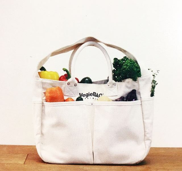 .スーパーの帰り道こんなふうに野菜を持って帰れたら鼻歌でも歌ってしまいそうだ。.くわしくは@haus_zakka へ.#vegiebag #parte#ベジバッグ#hausmatsue #島根#松江