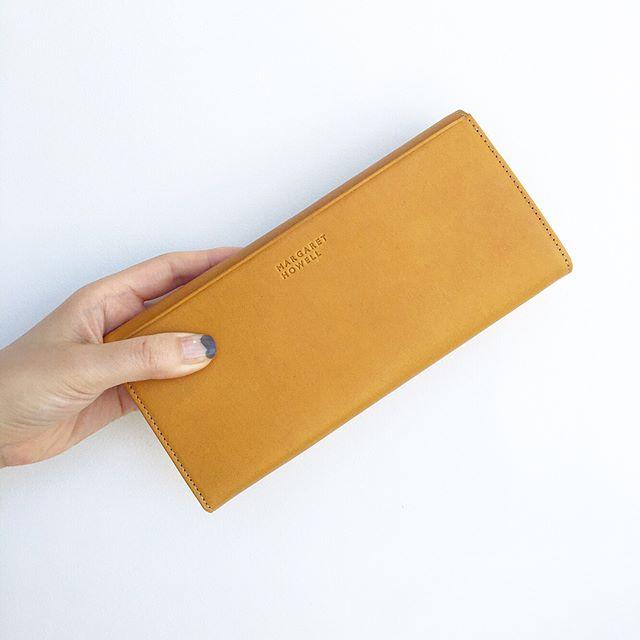 .長財布二つ折り財布そしてウィメンズでは初めての名刺入れの3種類。.#margarethowell #leatherwallet#leather#wallet#革#お財布#hausmatsue #島根 #松江