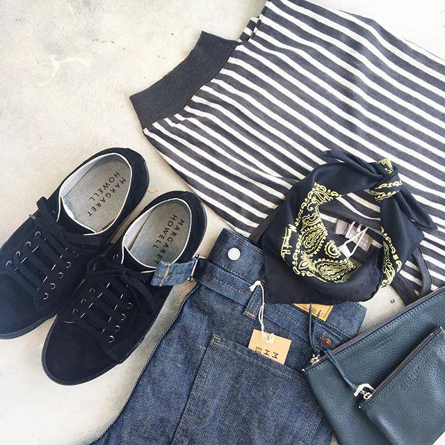 .あれ?また暑くなったすんなり秋になるわけじゃないんだなやっぱり…半袖にもうすこし活躍してもらおう︎. #margarethowell #linen stripe jersey#silkscarf#ペイズリー#spinglemove #suède#sneaker#edwin #graycast#hausmatsue #島根#松江