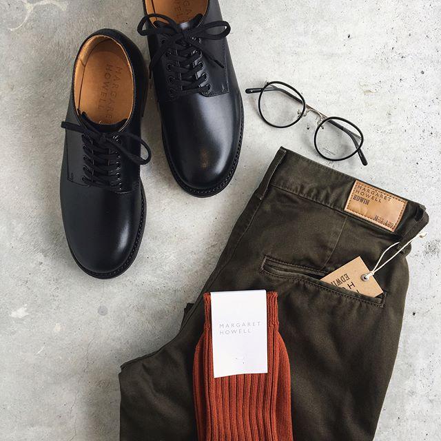 .秋色のくつしたを革靴とあわせてマニッシュに。うん、やっぱりあこがれるこんなマニッシュが似合う人。.くわしくは@haus_howell へ.#margarethowell #cotton 4×2 rib sock#socks#くつした#rib#リブソックス#革靴#EDWIN#oliverpeoples #めがね#autumn#秋色#hausmatsue #島根 #松江
