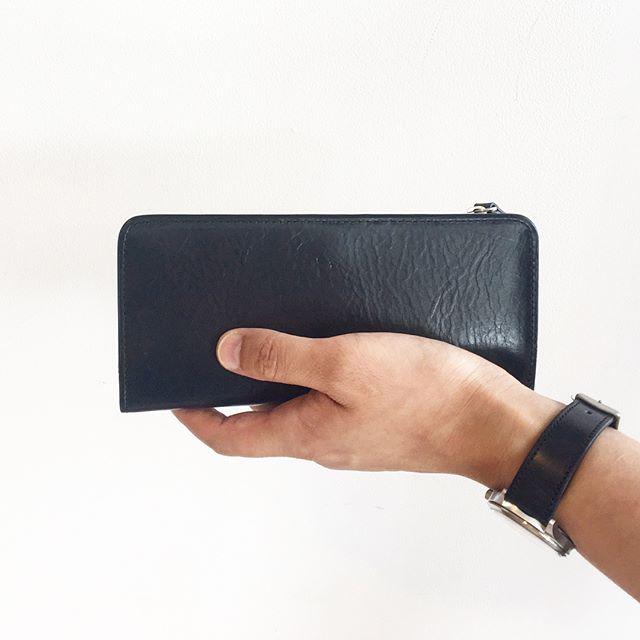 .MARGARET HOWELL×PORTER.VEGETABLE TANNED LEATHER.ポーターとのコラボのメンズの長財布、二つ折り財布カードケース入荷しました!.color ブラック、ブラウン.くわしくは@haus_howell へ.color ブラック.#margarethowell #porter #vegetable tanned leather #ベジタブルタンニン #wallet #Cardcase#leather#革#革小物#hausmatsue #島根 #松江