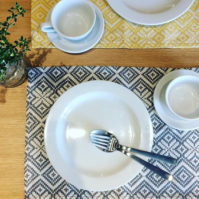 少しづつ朝晩の暑さが落ち着いてきて(日中はまだまだ暑いですが)、hausも秋の商品が入荷を始めています。・秋らしい柄のランチョンマット。変わっていく季節の食材に合わせて、テーブルの彩りも変えてみてはいかがでしょうか。・《haus営業時間》ショップ  11:00-20:00ビストロカフェ  モーニング  9:00-11:00(オーダーストップ10:30)ランチ〜ディナー 11:30-21:00(オーダーストップ20:15)#hausmatsue#ランチョンマット#コースターも入荷しています#haus_zakka