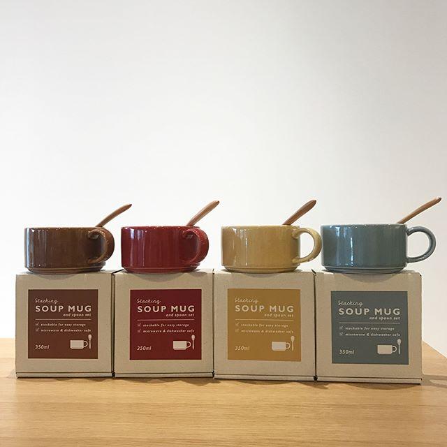 .少しずつ秋模様に。店内もちょっとずつ秋仕様になってきました.カラフルなスープマグ。食洗機、電子レンジ対応で木のスプーンつき。可愛い箱つきなので贈りものとしても。.少しずつ秋の準備はじめていきませんか︎.こちらも合わせてお願いします!@haus_zakka ..#スープマグ#スープカップ#木のスプーン#カラフル#ギフトにも#hausmatsue #島根 #松江