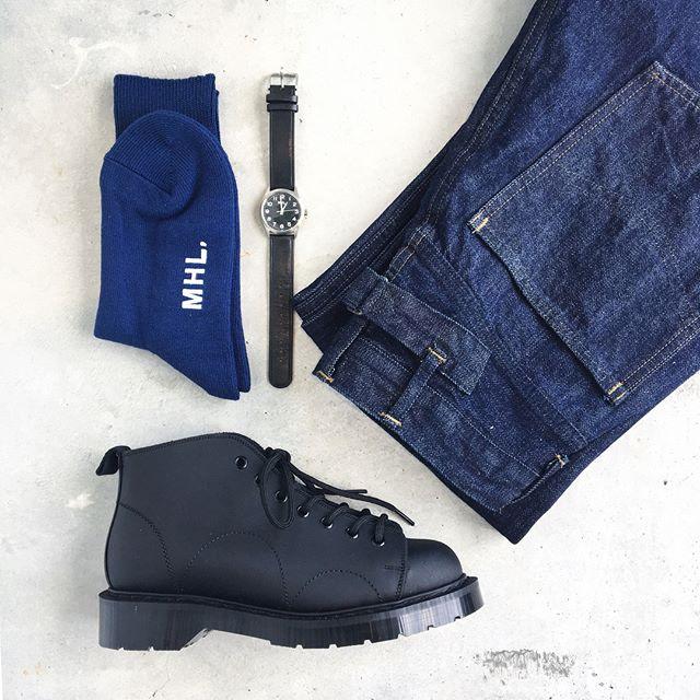 .9月に入ってさっそく涼しい山陰。モンキーブーツに青いくつした高まるなー秋モード。たのしい、たのしい。.くわしくは@haus_howell へ︎.#MHL.#heavy leather#solovair #monkeyboots#モンキーブーツ#socks#くつした#leatherWatch#腕時計#cantondenim #denim#hausmatsue #島根#松江