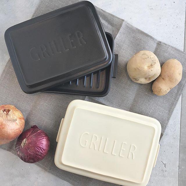 .昨年から大人気だったこちら。TOOLS GRILLER再入荷致しました!!.カラーはブラックとベージュ。電子レンジや直火、オーブンでの調理が可能な耐熱陶器製。(※IHは魚焼きグリルのみ対応)お食事系はもちろん、フレンチトーストなどのデザート系も作れちゃいます♡.見た目もおしゃれ。これからの時期、ますます大活躍な予感、、♡..くわしくは@haus_zakka ..#TOOLS GRILLER#グリラー#調理器具#陶器#簡単調理#hausmatsue #島根 #松江