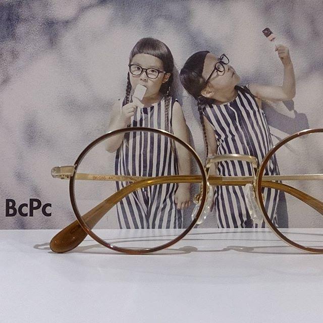 子供用メガネ始めます!とっても可愛くてお子様も好きになるメガネが届きました#haus_matsue #bcpc #ベセペセ #りんあんちゃん#ふたご#メガネ#丸メガネ#こどもめがね#島根#松江#処方箋受付で#お子様ランチプレート#サービスします