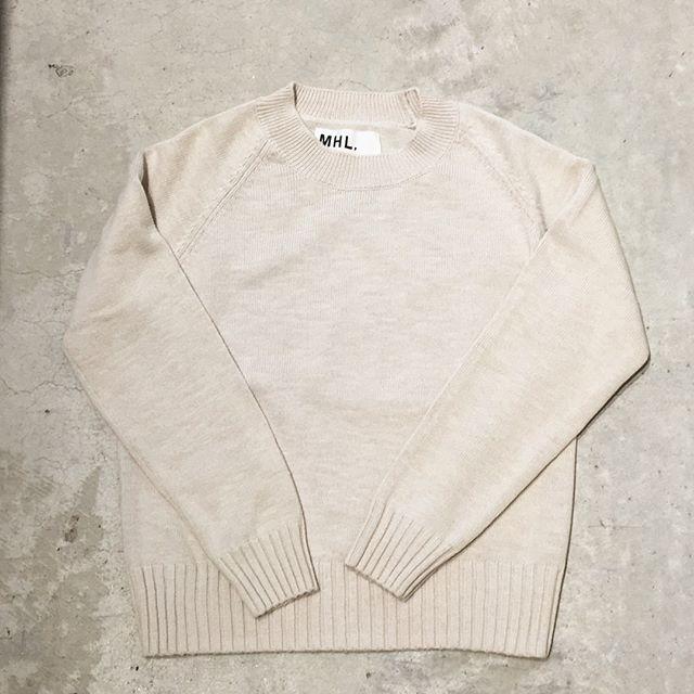 .これから重宝するのはそう、これコットンニット。毛玉で悩むこともなく早くから着れる。スウェットみたいなラグランの肩とコンパクトなサイズ感もバランスがとりやすくて◎.ご紹介する前に完売したこのニット再入荷です︎.こちらもどうぞ@haus_howell .#MHL.#soft slub cotton#cotton#knit#raglan#hausmatsue #島根#松江