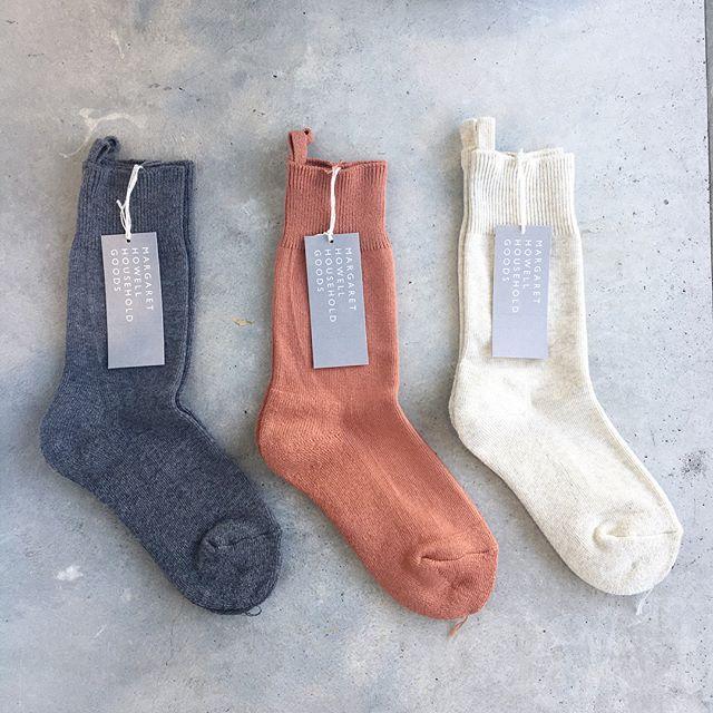 .足元からの秋。くつしたも色々、届いております。.ハウスホールドのパイルのルームソックスや今すぐ履けるハウエルのコットンのリブショートソックス。そして冬に向けてのウールのソックスも。.くわしくはこちらへどうぞ@haus_howell ︎.#margarethowell #household goods#roomsocks#pile#ribsocks#cablesocks#shortsocks#socks#靴下#くつした#秋#冬#hausmatsue #島根#松江