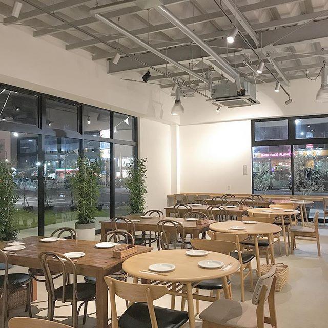 ..HAUS CAFEからの営業時間のお知らせです。..今日はディナー貸切営業となっております。貸切準備のため、一旦クローズさせていただきます。.CLOSE  16:30L.O  16:00..ご迷惑をおかけいたしますが何卒、よろしくお願いいたします。…#dinner #ディナー#貸切営業