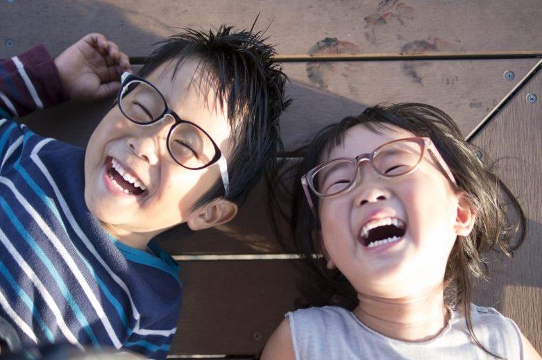 笑顔が全て。失敗しない子供メガネ。