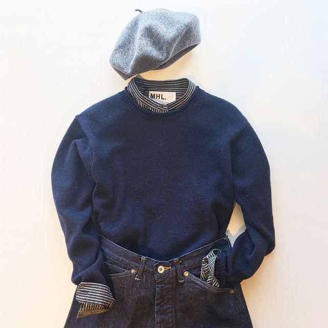 .秋らしいアースカラーも良いけどもすきだなあ冬の紺色。マニッシュにそしてどこかキリっとしまるかんじ。子供っぽくなりがちなベレーもスマートに。.あわせてこちらもどうぞ︎@haus_howell ..#MHL.#fine shetland#shetlandwool #knit#cotton wool stripe#shirt#stripe#canton#denim#beret #hausmatsue #島根#松江
