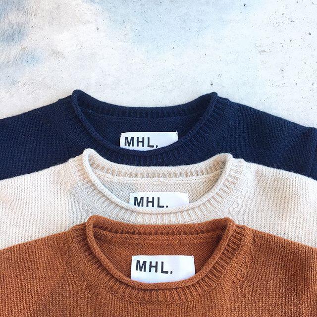 .今シーズンのコレクションにあわせて揃えたブルー、ベージュ、ダークオレンジのMHLオリジナルカラーバリエーション。.シェットランドウールを100%使用したMHLらしいシンプルロールエッジニットです。.#MHL.#Fine Shetland#knit#シンプルロールエッジニット#shetlandwool #hausmatsue #島根#松江