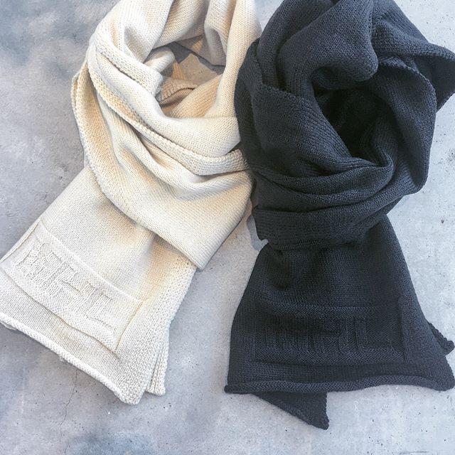 .MHLLOGO SCARF.冬のギフトに。.ドライな糸質に編み地で表現されたロゴがポイント。.あわせてこちらもどうぞ︎@haus_howell .#MHL.#logo scarf#logo#muffler#wool#gift #hausmatsue #島根#松江