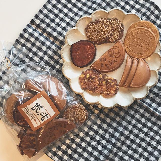 .あれもこれも入ったお菓子。美味しいものを寄せ集め♡いろんな味や食感をたのしめるなんてすてき。寒い時期にあったかいお家でまったりお茶の時間。ぜひおともにいかがですか?..#味このみ#お茶菓子 #お菓子#伊藤軒#hausmatsue#島根 #松江