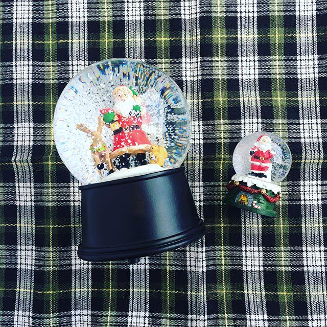 来月はいよいよクリスマス。hausもほんの少しだけクリスマスの雰囲気を出しています。・こんなスノードームでクリスマスまで気分を高めていってはどうでしょう。大きい方はジングルベルのオルゴールつき。サンタの表情もなんともいえず味があります。・待ち遠しいクリスマス。hausではギフトに良いものも充実しています。是非ご覧ください!・《haus営業時間》ショップ  11:00-20:00ビストロカフェ  モーニング  9:00-11:00(オーダーストップ10:30)ランチ〜ディナー 11:30-21:00(オーダーストップ20:15)#hausmatsue#snowglobe#スノードーム#スノーグローブ#サンタクロース#クリスマス#haus_zakka
