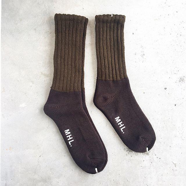 .砂漠地域で活躍するイギリス陸軍の兵士が主に着用しているDESERT SOCKSをイメージして作られたリブの配色ソックス。ウィメンズ、メンズ共に入荷しました︎.軍物ってなんだか惹かれます。.あわせてこちらもどうぞ︎@haus_howell …#MHL.#rough wool sock#military#イギリス#リブソックス#socks#靴下#くつした#hausmatsue #島根#松江