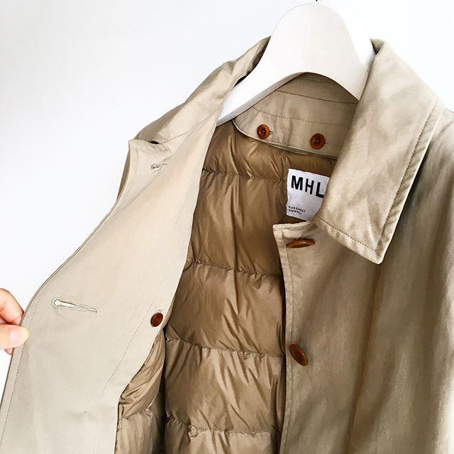 .シャワープルーフで雨や汚れにも強くダウンライナーで軽くてあったかいMHL.PROOFED COTTON NYLON.メンズ、ウィメンズ共に入荷してます︎サイズが欠け始めてますので気になる方はお早めにどうぞ。.color ベージュ、ネイビー.あわせてこちらもどうぞ@haus_howell .#MHL.#proofed cotton nylon#coat#showerproof#hausmatsue #島根#松江