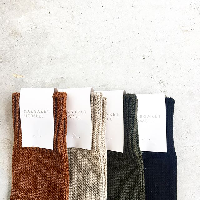 .ウールコットンのメンズソックス。色ものなのに不思議と落ち着く色合い。.color  RUST(オレンジ系)  STONE(ベージュ系)  OLIVE  BLACK.#margarethowell #wool cotton heavy sock#socks#くつした#hausmatsue #島根#松江