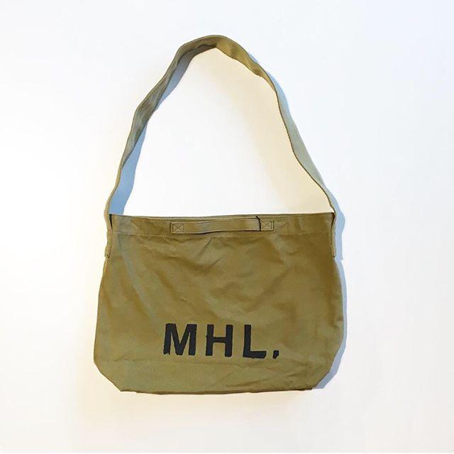 .MHL.ショルダータイプも入荷です︎.使い勝手の良さとサイズ感性別を超えて根強い人気ものです。.color  FADED OLIVE 、CHARCOAL.#MHL.#heavy cotton canvas#logobag#hausmatsue #島根#松江