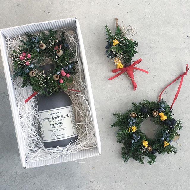 .あと1週間で待ちに待ったクリスマス.大切な方へのギフト。小さなブーケやリースを添えてさらに可愛くさらに素敵に。それぞれひとつ500円でご用意しております。お気軽にお申し付けください︎.#Xmas #christmaspresent #クリスマスプレゼント#ギフト#クリスマスブーケ#クリスマスリース#ブーケ #リース#雑貨 #hausmatsue#島根 #松江