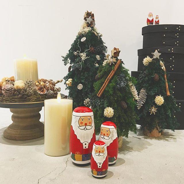 .メリークリスマス!.あのプレゼントはどんな人に届くのだろうわたしたちもなんだかわくわくします。幸せなXmasになりますように🌲.そして週末にはたくさんのご来店ありがとうございました!そして、ぎりぎりのサンタさんたちまだ、間にあいますよご来店お待ちしております.#hausmatsue #島根#松江#クリスマス#Xmas#Christmas#gift#サンタクロース