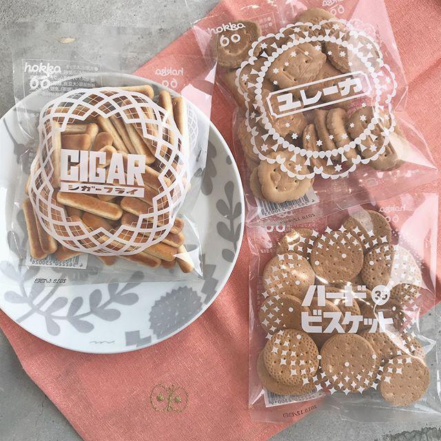 .素朴で自然な甘み。ついつい手がのびてしまう。形が違うと全部試してみたくなります♡昔ながらのお菓子シリーズ!食べきりサイズなので小腹がすいたときにギフトにちょこっとそえるのもおすすめですっ♡♡..#hokka#ハードビスケット#ユレーカ#シガーフライ#ビスケット#小袋 #クリアパック#3時のおやつ #3時のお菓子#お茶菓子 #お菓子#hausmatsue #島根 #松江