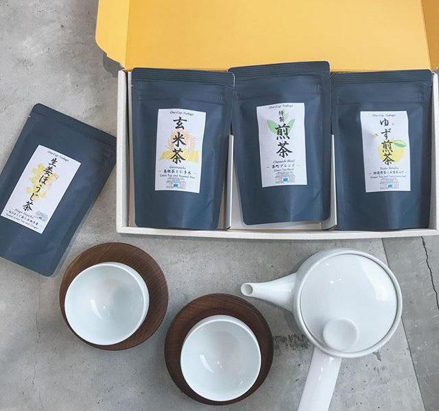 .ティーバッグタイプのお茶。上品さもあり親しみやすさもある加島茶舗さんのお茶。香りが良く、お子さんでも飲みやすい味がとってもおすすめです♡ギフトboxもあるので贈りものにもおすすめです!..@haus_cafe_foods .@haus_zakka 合わせてこちらもお願いします︎..#加島茶舗 #松江#玄米茶 #煎茶#お茶 #ゆず煎茶 #生姜ほうじ茶#白山陶器#急須 #湯のみ #湯呑み#茶托 #茶たく#ギフト #ギフトセット#手土産 #hausmatsue#島根 #松江