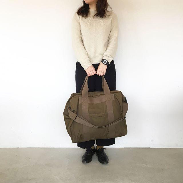 .入荷してすぐに完売してしまったMARGARET HOWELL×PORTER JAPANESE VENTILEボストンバッグ再入荷です︎.とにかく1番は軽さ、丈夫さそして撥水加工。コットン100%ならではのきちんと感。.color カーキ、ブラック.くわしくはこちらへどうぞ@haus_howell .#margarethowell #porter#Japanese ventile#Bostonbag#bag#travel#hausmatsue #島根#松江