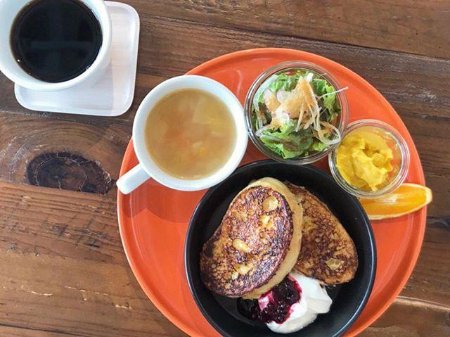 ..こんばんは。三連休たくさんのご来店ありがとうございました!..明日も朝9時からモーニング営業しております◎.たくさんのご来店お待ちしております♡..こちらのページもチェックお願いします◎@haus_cafe_foods …#morning #breakfast #モーニングプレート#フレンチトースト #frenchtoast #ふわとろ #自家製 #ヨーグルトクリーム#スープ #サラダ #デザート #ドリンク付き#cafestagram #instafood #cafe #カフェ #カフェ巡り #haus_matsue#hausmatsue #松江カフェ #島根カフェ#松江 #島根 #山陰