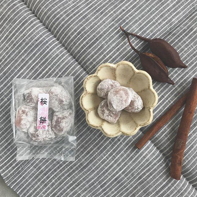 .小さな小さな可愛らしい一口サイズの桜もち。中にはほどよい甘さのあんこ。春らしいおやつ、続々入荷しております..#春 #spring#桜 #さくら#桜餅 #桜もち#あんこ #求肥#一口サイズ#和菓子 #お茶菓子 #菓子#kikka #hausmatsue #島根 #松江