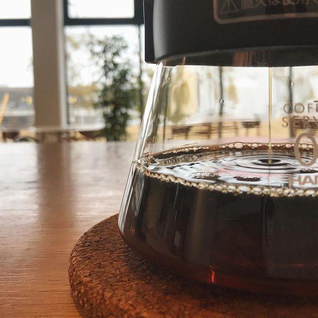.こんにちは︎.HAUS bistrocafeから本日の営業時間のご案内です。.誠に勝手ながら本日のディナー営業はラストオーダー19時の20時閉店とさせていただきます。大変ご迷惑をおかけいたしますがご理解のほどお願い申し上げます。.HAUS bistrocafe はこちらでも更新しております。ぜひご覧になってくださいね︎@haus_cafe_foods .. CAFE(下記は通常の営業時間です)..morning9:00〜11:00(lo.10:30)..lunch11:30〜14:00..cafe14:00〜18:00..dinner18:00〜21:00(lo.20:15).#cafe #カフェ #coffee #コーヒー#haus_matsue #haus#hausmatsue #松江カフェ #島根カフェ#松江 #島根#山陰 #山陰カフェ#モーニング #山陰モーニング#松江モーニング #島根モーニング