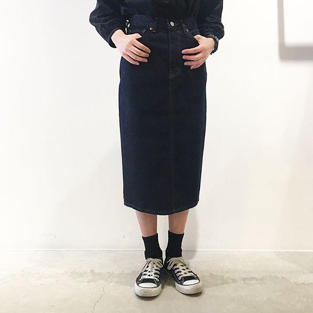 .EDWIN AUTHENTIC BLUE DENIMスカートも入荷です。ハイウエストに設定したペンシルライン。着丈も長めな大人なデニムスカート。.size 26 . 27 .28.あわせてこちらもどうぞ︎@haus_howell …#margarethowell #edwin#authentic Blue denim #denimskirt#denim#skirt#hausmatsue #島根#松江