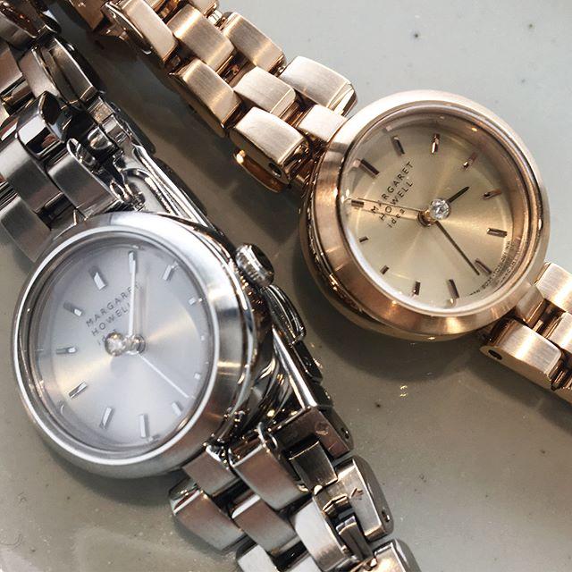 .これから迎えるあたらしい生活にあたらしい腕時計.小ぶりで女性らしいクラッシックな腕時計です。.あわせてこちらどうぞ@haus_howell ..#margarethowell #center diamond refine/solar#watch #diamond#ソーラーテック#5気圧防水 #クリスタルガラス#ステンレス#hausmatsue #島根#松江