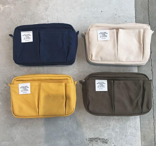 .バッグインバッグとしてもお持ちのストラップをつけてショルダーバッグとしても◎外にも中にも様々なポケットがありスマートフォン、ノート、筆記用具や通帳などまとめて持ち歩けます!サイズはSとMの2サイズ。Sサイズは通帳も入る大きさでMサイズはB5サイズのものもすっぽり入る大きさです。しっかりした生地なのでながく愛用するのにぴったりです♡..@haus_zakka こちらも合わせてお願いします。..#インナーキャリング#バッグインバッグ#ワークスタイル#多用途 #収納ケース #収納#hausmatsue #島根 #松江
