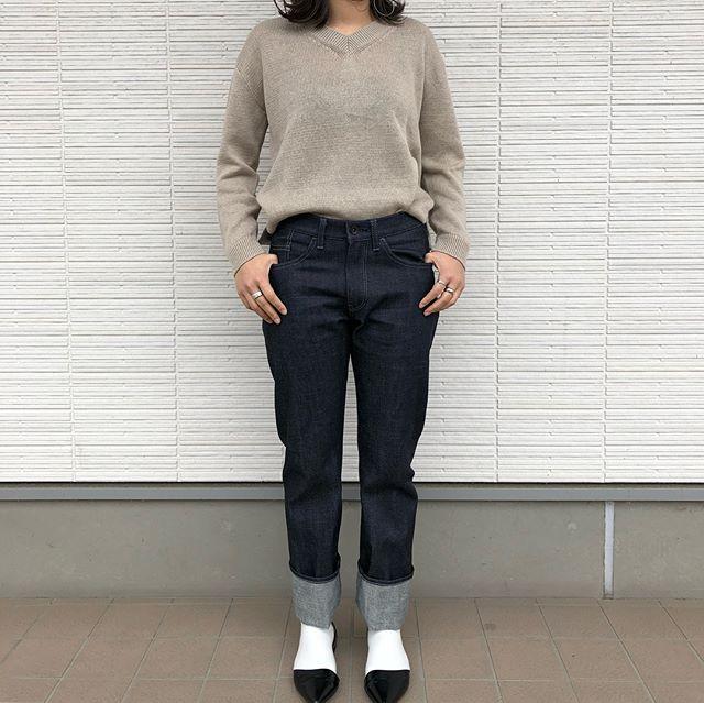 アップサイクルなモノづくりを提案する、岡山のブランド「3sun」より、オリジナルウェアの第一弾としてジーンズが入荷しました。・アウトレット生地のB.C反を使用する事で最高クラスのデニムながら、驚きの価格を実現しています。脇縫いのないワンピースジーンズは美脚効果抜群。近頃少なくなった生デニムは育てる楽しみもあります。・男女兼用29、31、33インチでの展開です。おすすめです!・《haus営業時間》ショップ  11:00-20:00ビストロカフェ  モーニング  9:00-11:00(オーダーストップ10:30)ランチ〜ディナー 11:30-21:00(オーダーストップ20:30#haus_matsue#ハウス#ハウス松江#3sun#デニム#グレーのステッチ糸#ユニバーサルジップ#シリアルナンバー入り#リジットデニム#岡山#haus_zakka
