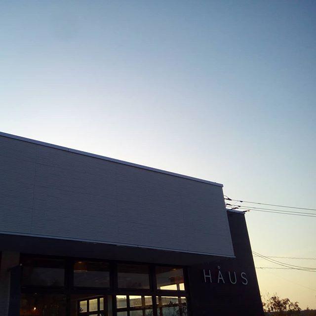 .こんにちは〜!土日は沢山のご来店本当にありがとうございました♡.先週までの雨が嘘のようなすっきりとした気持ちの良い1日でしたね テイクアウトドリンクも承っておりますのでお出かけの際にはぜひお立ち寄りくださいね♡.今日も21時まで営業しております!(ラストオーダー20時15分)ご来店お待ちしております!..#cafe #カフェ #lunch #ランチ#松江カフェ #松江カフェ巡り#haus_matsue #haus#hausmatsue#島根 #松江
