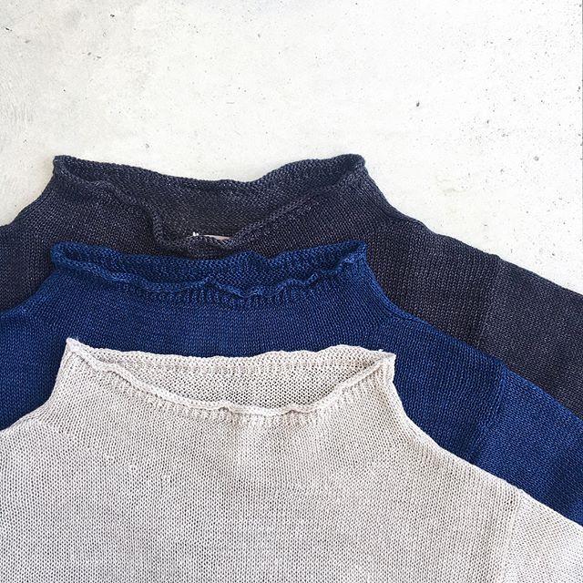 .faded linenカタチ違いのロールネックジャンパーも入荷してます。通気性と速乾性のあるリネンニットはこれからの季節におすすめ。袖の長さも七分袖で紫外線対策にも◎.あわせてこちらもどうぞ@haus_howell .#margarethowell #faded linen#中白染め#日本製#linen#knit#hausmatsue #島根#松江