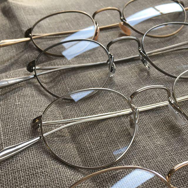 人気のオリバーピープルズ再入荷のお知らせ・メタルフレームを探しているかたも多くほどよいサイズです・姉妹店デコレスタッフも紫外線カット用に度なしで愛用しています・#生活に寄り添うメガネ#oliverpeoples #optical#めがね#hausmatsue #島根#松江#松江メガネ#紫外線対策