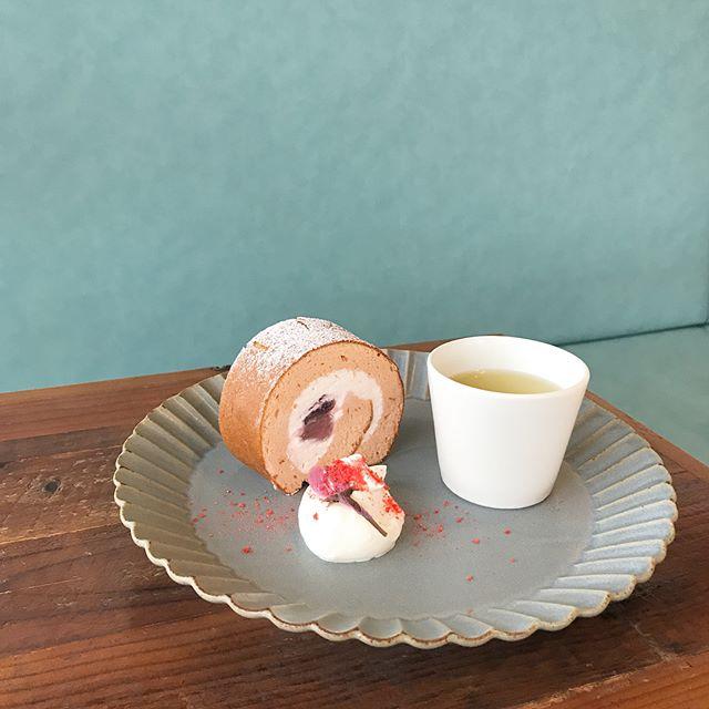 ..こんにちは〜︎ついこのあいだまで満開だった桜もいつの間にか散ってしまいなんだか寂しいですね。.HAUS CAFEの春限定さくらフェアは15日の日曜日までの提供になります。..HAUSの春のスイーツとドリンクぜひお試しくださいね…#さくら #桜 #cherryblossom #春 #spring #期間限定#sweet #dessert #cake #pafait #drink #ドリンク#さくらロール #煎茶#さくらパフェ #パフェ#さくらレモネード #レモネード#さくらフランボワーズラテ #さくらラテ#cafe #カフェ #カフェ巡り#hausmatsue #haus_matsue#松江カフェ #島根カフェ#松江 #島根 #山陰