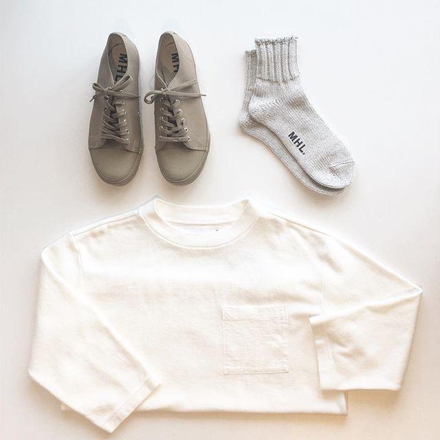 .4月も後半。急に気候も良くなって汗ばむほど。袖も少しづつ短く。メンズも続々と入荷中です。.#MHL.#garment dye cotton rib#army shoes#sneaker#cotton linen short sock#socks#靴下#hausmatsue #島根#松江