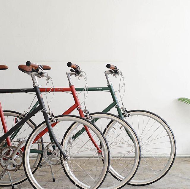 .いよいよ明日からゴールデンウィーク!連休のお出かけのお供にぴったりの、【tokyo bike】の取り扱いがHAUSでもスタートします︎..風景や空気の匂いを感じるためにデザインされた自転車、トーキョーバイク。ペダルを踏み込んだ時の軽さや快適な乗り心地で、通勤や通学がもっと楽しい時間になる事間違いなしです◎サイクリストの多い松江で、トーキョーバイクを乗りこなしてみませんか..HAUSでは、専門のスタッフがお客様一人一人に合わせた一台をお仕立てさせていただきます。試乗車もご用意しておりますので、ゴールデンウィークのこの機会に、是非HAUSへトーキョーバイクを体験しにお越しください..#自転車#tokyobike#トーキョーバイク#haus#haus_matsue#hausmatsue #松江カフェ #島根カフェ#松江 #島根 #山陰